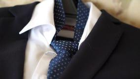 Männer ` s Anzug und Bindung für Geschäft stock footage