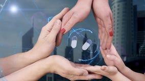 Männer ` s, Frauen ` s und Kind-` s Hände zeigen ein Pillen des Hologramms 3d stock footage