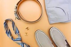Männer ` s Kleidung und Zubehör Stockfoto