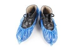 Männer ` s Schuhe in den Schuhabdeckungen stockbilder