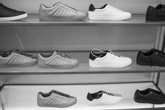 Männer ` s trägt Schuhe zur Schau lizenzfreies stockfoto