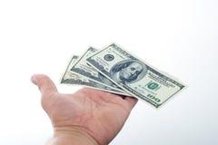Männer sagten 10000 Dollar in der Hand Lizenzfreie Stockfotografie