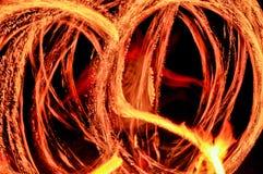 Männer und das Feuer lizenzfreie stockbilder