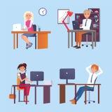 Männer und Frauen, die an den Tischen mit Computer arbeiten stock abbildung