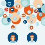 Männer und Frauen mit denkenden Blasen Flaches Design Lizenzfreies Stockfoto