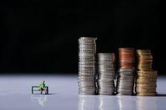 Männer und Münzen Lizenzfreies Stockfoto