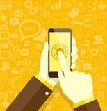 Människan räcker den hållande mobiltelefonen med sociala massmediasymboler Fotografering för Bildbyråer