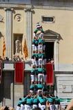 Människan står högt Castellers Royaltyfri Bild