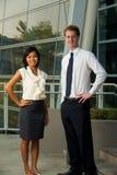 Männlich-weibliche des Geschäftsleute Bürohaus-V Stockfotografie