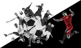 Männliche Fußballspieler in der Aktion, kreative Schwarzweiss-Collage lizenzfreie stockbilder