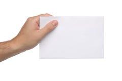 Männliche Hände, die leeres Papier lokalisiert halten Stockfotografie