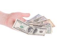 Männliche Hand, die amerikanische Dollar-Rechnungen hält Lizenzfreies Stockfoto