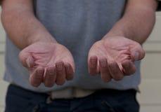 Männliche Hand, die Hilfe bittet Stockfoto