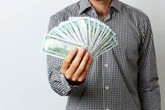Männliche Hand, die US-Dollars hält Stockfotografie