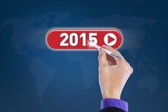 Männliche Hand mit dem Griffel, der Nr. 2015 drückt Lizenzfreie Stockfotografie