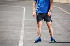 Männliche Läuferstellung stockbild