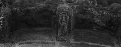 Männliche Skulptur auf die Kirche Stockbild