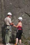Männliche u. weibliche Bergsteiger Lizenzfreies Stockfoto