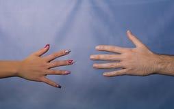 Männliche und weibliche Hände Stockfotografie
