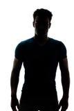 Männliche Zahl im Schattenbild, welches die Kamera betrachtet Stockbilder