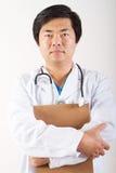Männlicher asiatischer Doktor stockfotografie