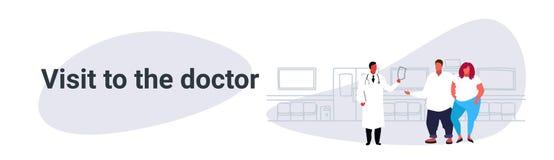 Männlicher Besuchsdoktor der fetten überladenen Paare, der medizinische Verordnung für beleibtes Mannfrauenpatienten-Medizingesun lizenzfreie abbildung