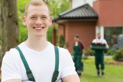 Männlicher blonder Gärtner in der Nahaufnahme Lizenzfreies Stockfoto