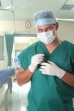 Männlicher Chirurg im Krankenhaus Lizenzfreie Stockfotografie