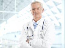 Männlicher Doktor Portrait stockfotos