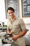 Männlicher Inhaber der Kaffeestube Stockfotos
