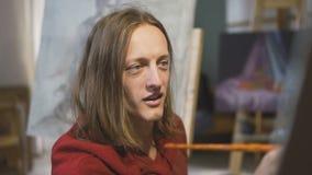 Männlicher Künstler Paints Picture stock video