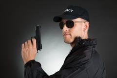 Männlicher Leibwächter With Gun Stockfoto