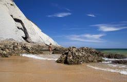 Männlicher Nudist auf Strand Playa de Covachos Stockbild
