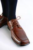 Männlicher Schuh auf weißem Hintergrund. Stockbild
