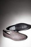 Männlicher Schuh von oben Stockfoto