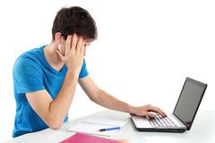 Männlicher Student Tired des Studierens lizenzfreies stockbild