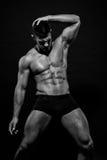 Männlicher vorbildlicher Konstantin Kamynin mit Muskeln Lizenzfreie Stockfotos