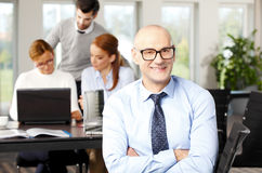 Männliches Baumuster im Anzug Lizenzfreies Stockfoto