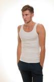 Männliches Baumuster im weißen T-Shirt Lizenzfreies Stockfoto