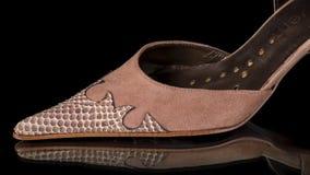 Männliches Brown und blaue Schuhe stock video footage