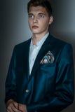 Männliches Modell in der Klage mit Hugo-Effekt Lizenzfreie Stockfotografie