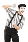 Männliches Pantomimekünstlergestikulieren Stockfoto