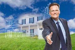 Männliches Vertreter Reaching für Handerschütterung vor neuem Haus Ghosted Stockbild