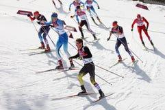 Mäns konkurrens för start för mass för längdlöpning 50km Royaltyfri Foto