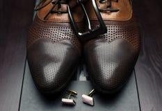 Mäns skor och knappar Royaltyfria Bilder