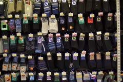 Mäns sockor i supermarket Fotografering för Bildbyråer