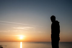mänsklig form Härlig soluppgång över havet i Bulgarien Arkivfoto
