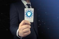 Mänsklig hand med det vita kortet GDPR, reglering för skydd för allmänna data royaltyfria bilder