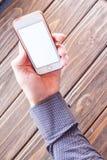 Mänsklig hand som rymmer den digitala minnestavlan Fotografering för Bildbyråer