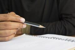 Mänsklig hand som skriver en anmärkning Royaltyfri Foto